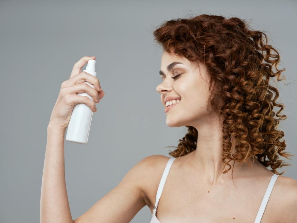 MOISTURIZER - Clean skin woman with face cream Hair Breakage